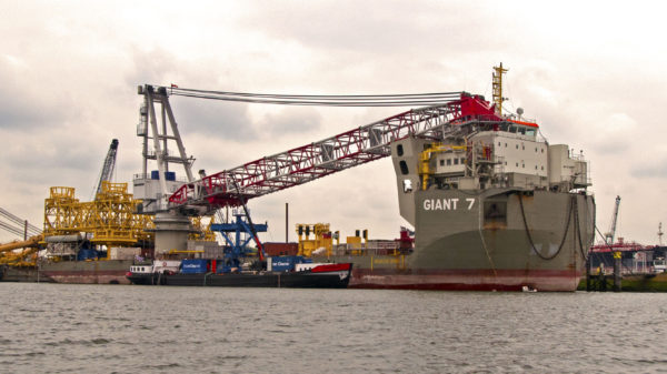 hull cleaning in port
